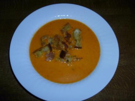 Paprikasüppchen mit Knoblauch-Croutons - Rezept