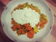 Gemüse-Linsen-Curry mit Joghurt-Minze-Dip - Rezept