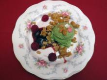 Matcha-Eis mit karamellisierten Erdnüssen - Rezept