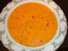 Ajvar-Suppe mit frischen Paprikastückchen - Rezept