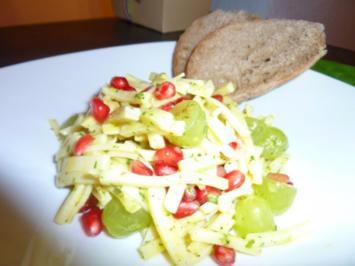 Käsesalat mit Trauben und Granatapfelkernen - Rezept