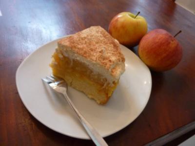 Kleine Apfel-Pudding-Torte mit Sahne und Zimt - Rezept