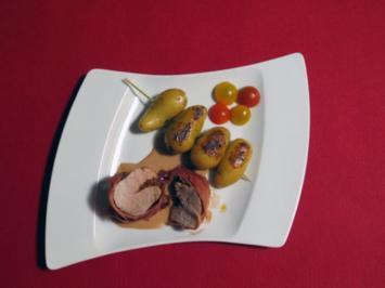 Gefülltes Schweinefilet mit Pesto Rosso im Parmamantel, dazu Rosmarinkartoffeln - Rezept