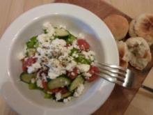 Griechischer Bauernsalat mit Pizzabrot - Rezept