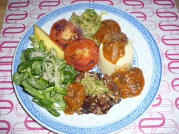 Hirse, Zucchini, vegane  Boulette, Pilzsosse, Fedsalat, Sprossen - Rezept