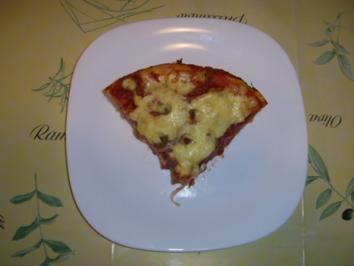 Salamipizza mit käsegefüllten Teigrand - Rezept
