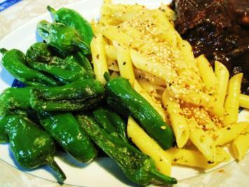 Rezept: gewürzte Nudeln - schön scharf und mit Sesam bestreut