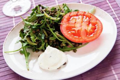 Rezept: Linsensalat mit Brillat-Savarin-Mousse