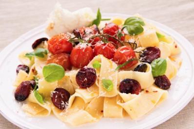 Pasta mit Chorizo, Tomaten, Chili und Mozzarella - Rezept