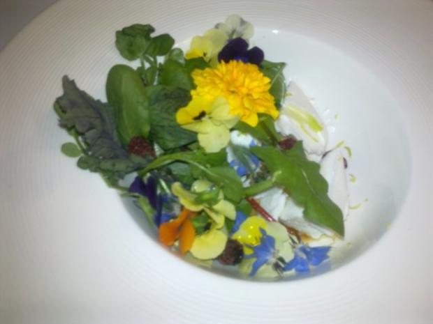 Sommerwiese: geeister Ziegenquark mit Wildkräutern und Blüten - Rezept - Bild Nr. 3