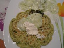 Spinatwaffeln mit Gurkensalat - Rezept