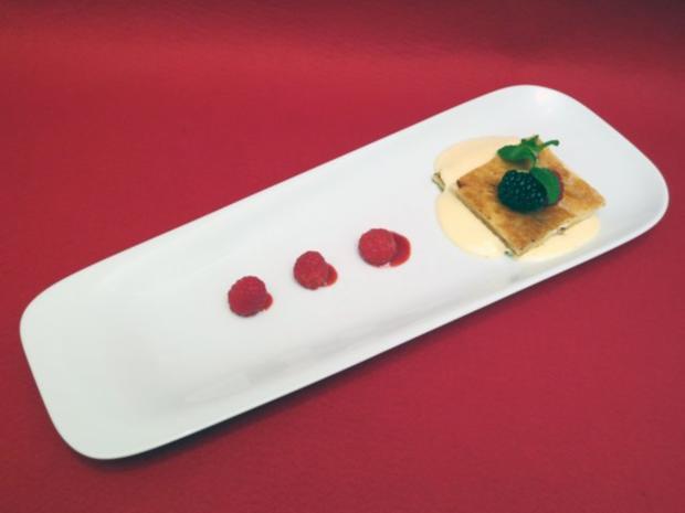 Mille Feuille mit weißer Schokoladenmousse und Früchten - Rezept