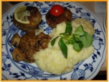 Paprikabuletten mit Rahmchampignons und Sellerie-Kartoffelstampf - Rezept