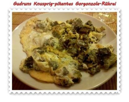Eier: Knusprig-pikantes Gorgonzola-Rührei - Rezept
