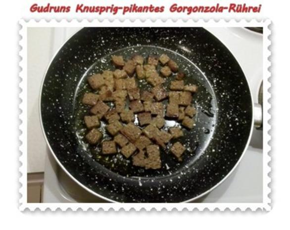 Eier: Knusprig-pikantes Gorgonzola-Rührei - Rezept - Bild Nr. 3