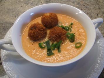 Rezept: Suppen: Feine Karottensuppe mit scharfen Kartoffelbällchen