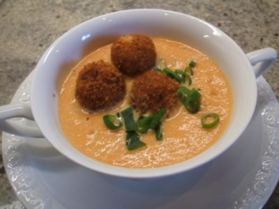 Suppen: Feine Karottensuppe mit scharfen Kartoffelbällchen - Rezept