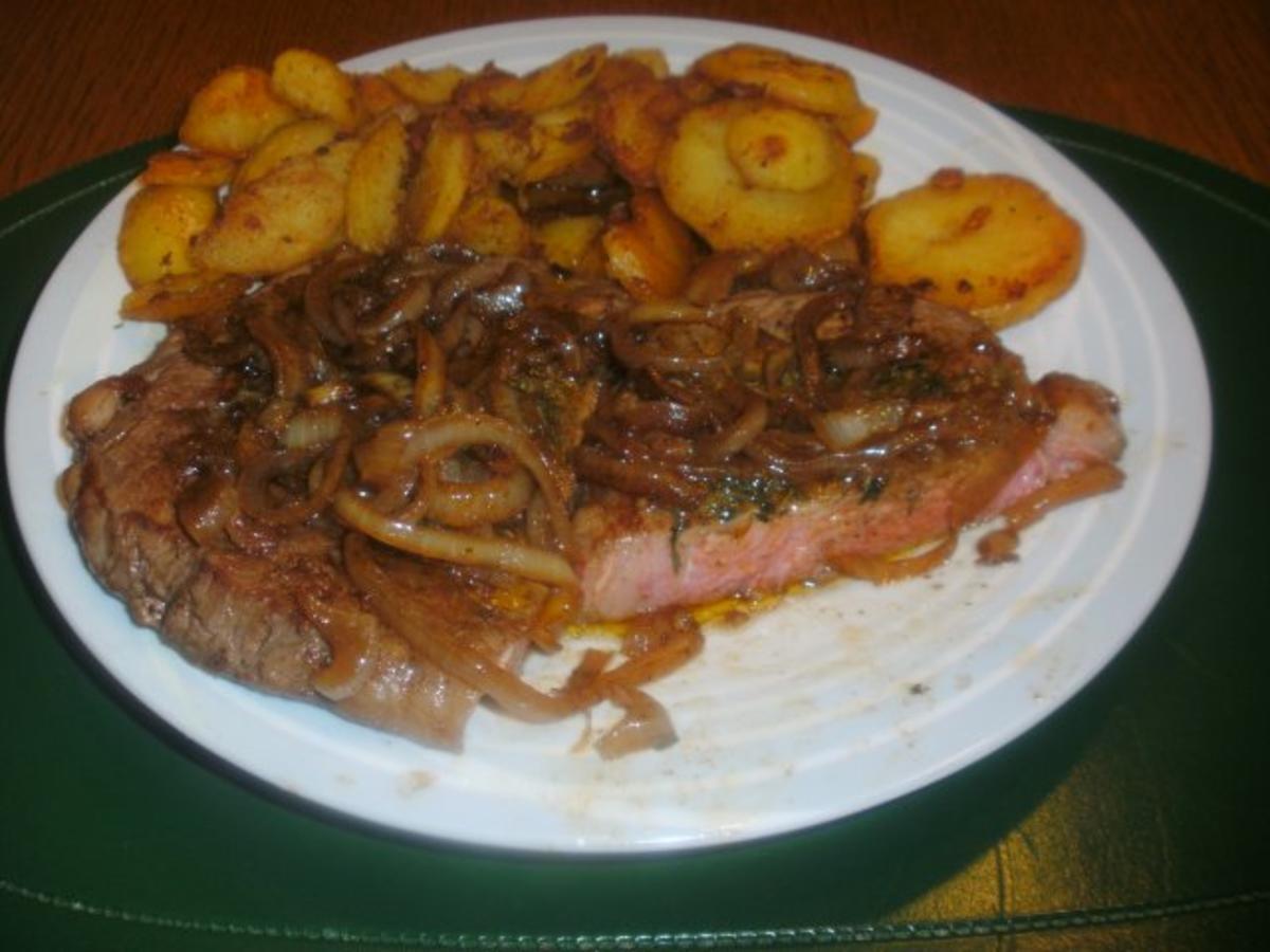 Rib - Eye - Steak mit Bratkartoffeln und Kräuterbutter - Rezept von Pitterling