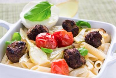 Pasta mit Fenchel-Hackbällchen, Tomate und Mozzarella - Rezept