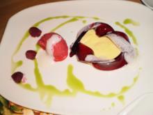 Vanille-Schmand-Tarte mit rotem Apfelgelee und Himbeersorbet - Rezept