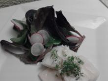 In Olivenöl pochierter Hecht an rotem Feldsalat - Rezept