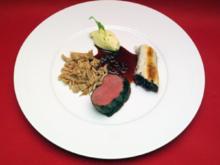 Hirschkalbsrücken mit Preiselbeersoße, Sellerie-Confit mit grünem Apfel, Maronenspätzle - Rezept
