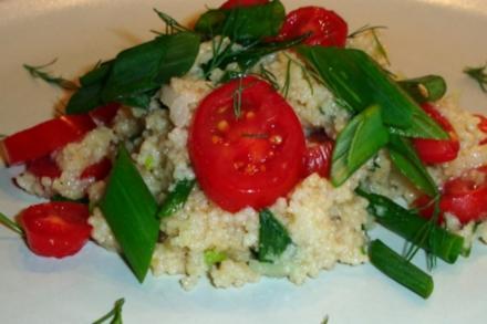 Couscous-Salat mit Tomaten und Frühlingszwiebeln - Rezept
