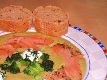 Brokkoli - Crèmesuppe mit Räucherlachs und Meerrettich - Crème Fraîche - Rezept
