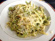 Pasta mit Knoblauch und Frühlingszwiebeln - Rezept
