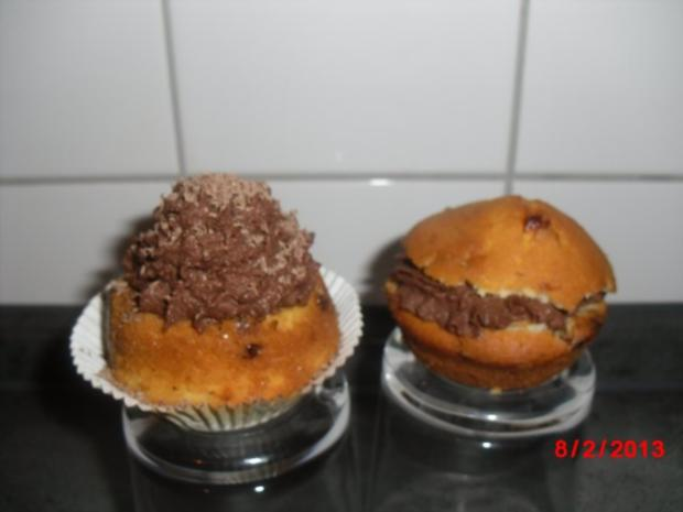 Schoko-Cupcakes mit Schokocreme und Schokostreuseln, - Rezept