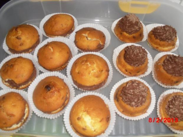Schoko-Cupcakes mit Schokocreme und Schokostreuseln, - Rezept - Bild Nr. 2