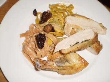 Perlhuhnbrust mit Morchelrahmsoße und hausgemachter Pasta - Rezept
