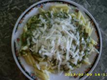 Pilz-Spinat mit Nudeln und Pecorino - Rezept