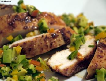 Scharfe Hähnchenbrust mit Avocadosalsa - Rezept