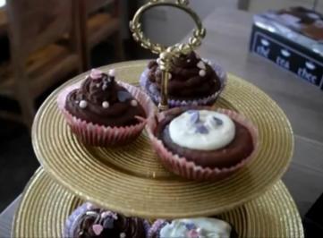 Rezept: Schokoladige Schokomuffins mit Schoko-Topping!