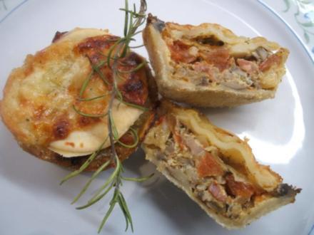 Pikantes Backen: Pizzatörtchen mit Strudelteig - Rezept