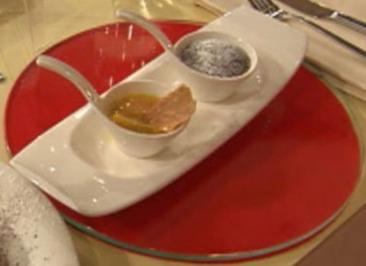 Schoko-Kaffee-Kuchen mit Haselnusscrunch und Mandarinen (Sara Nuru) - Rezept