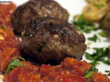 Scharfe Bouletten mit Paprika-Salsa und Parmesankartoffeln - Rezept