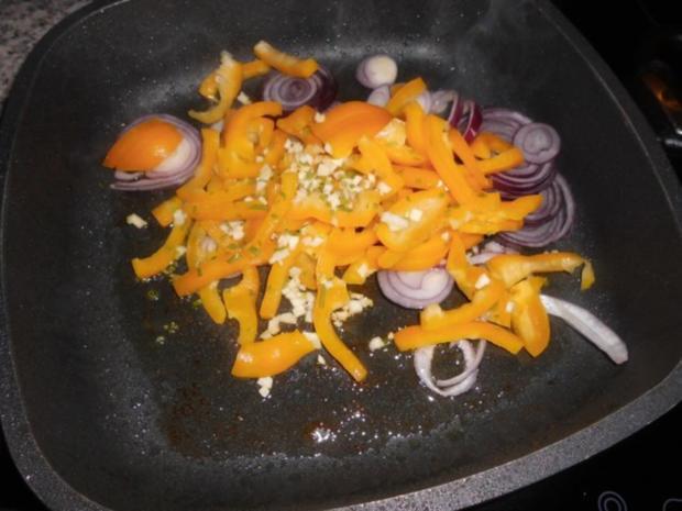 Hähnchenbrust auf Zwiebel-Paprika-Gemüse>> - Rezept - Bild Nr. 4