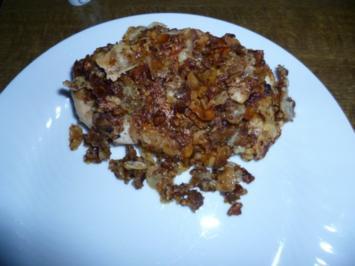 Mit Nüssen paniertes Hähnchen auf Feldsalat mit Mozzarella - Rezept