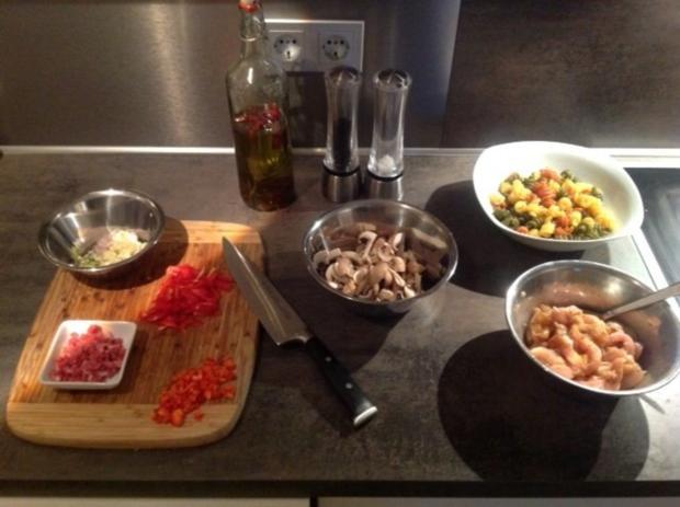 Pasta Tricolore mit Curry-Orangen-Weißwein Hühnchen - Rezept - Bild Nr. 3