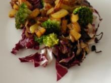 Radicchio-Broccoli-Salat mit knusprigen Kartoffelwürfeln - Rezept
