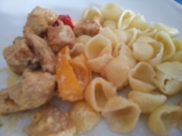 Putengeschnetzeltes mit Paprika und Nudeln - Rezept