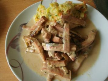 Leberkäsegeschnetzeltes mit Kartoffel Möhren Sellerie Stampf - Rezept