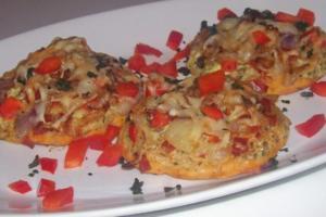 Vorspeise/Snack: Kleine Zwiebelfladen mit Paprika und Chorizo - Rezept