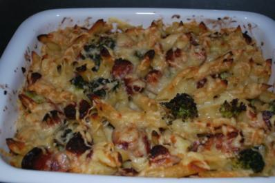 Deftiger Nudelauflauf mit Cabanossi und Broccoli in Parmesansauce - Rezept