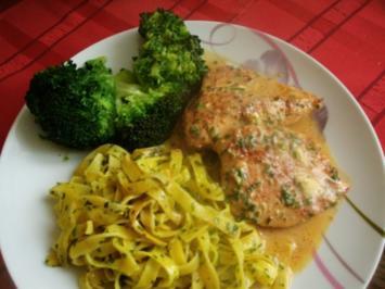 Hähnchenfilet in Senf- Sahne-Soße mit Broccoli und dicken Butternudeln - Rezept