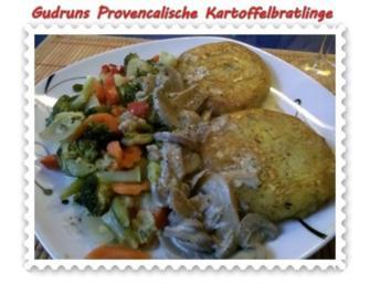 Vegetarisch: Provencalische Kartoffelbratlinge mit gedämpften Gemüse und Rahmchampis - Rezept