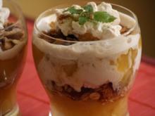 Apfel-Knusper-Dessert mit Zimt-Sahne - Rezept