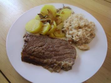 Gekochtes Rindfleisch mit Röstkartoffeln und Semmelkren - Rezept